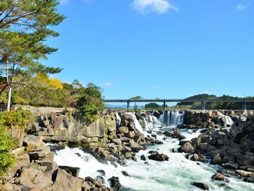 豚舎近くの大自然を感じる曾木の滝